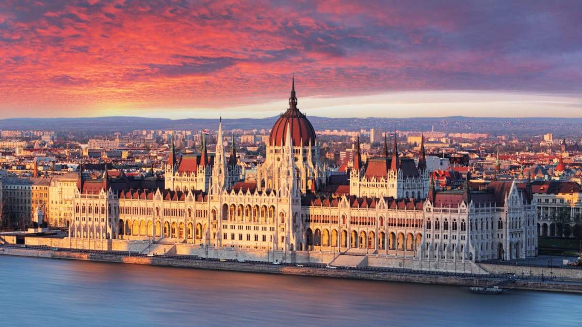 Чрезвычайное положение в Венгрии