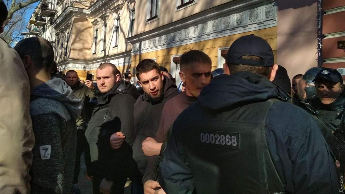 В центрі Одеси біля спалахнули заворушення між патріотами та прихильниками ОПЗЖ