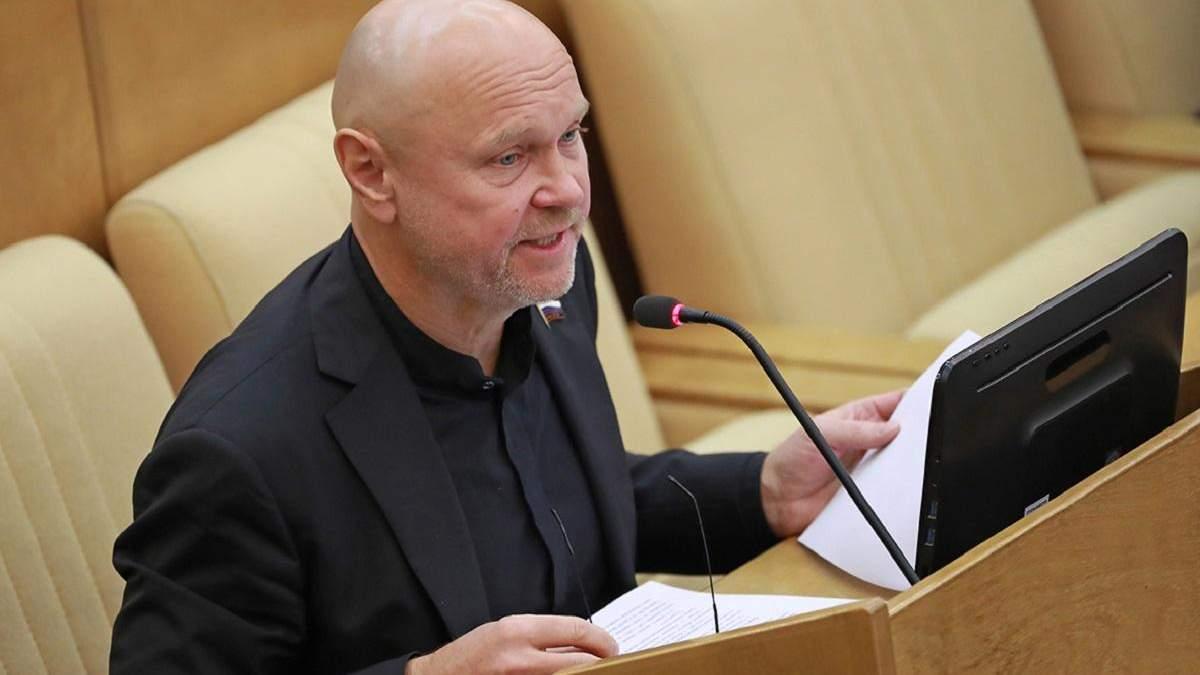 Російський депутат Катасонов викликав паніку у колег після того, як повернувся з Франції
