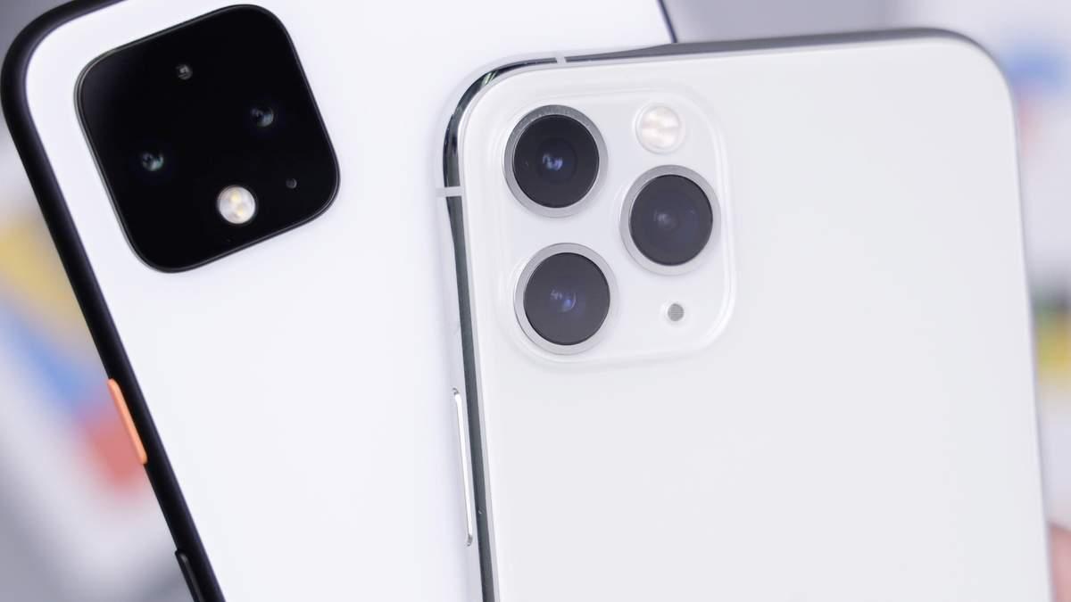 Смартфон Google Pixel 4 (зліва)