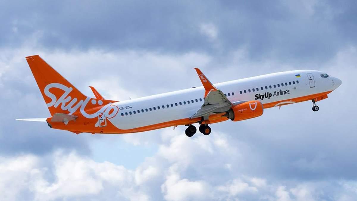 Появилось видео из самолета SkyUp, которым эвакуировали украинцев из Италии