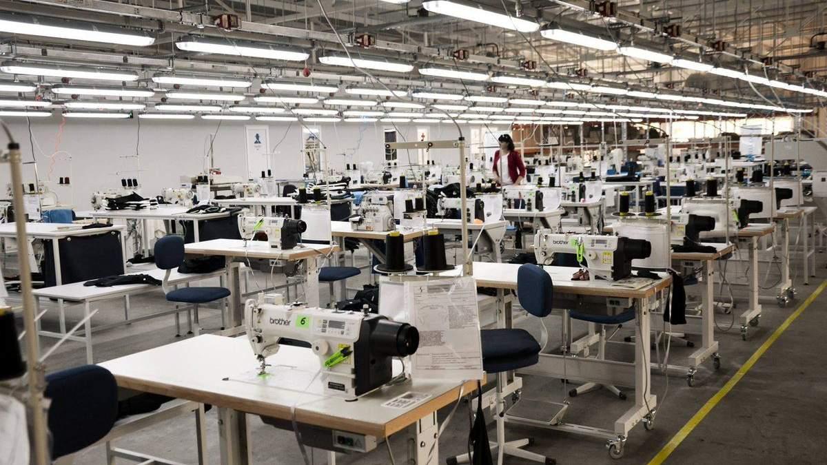 У Львові перепрофілюють швейні фабрики: там шитимуть костюми біозахисту
