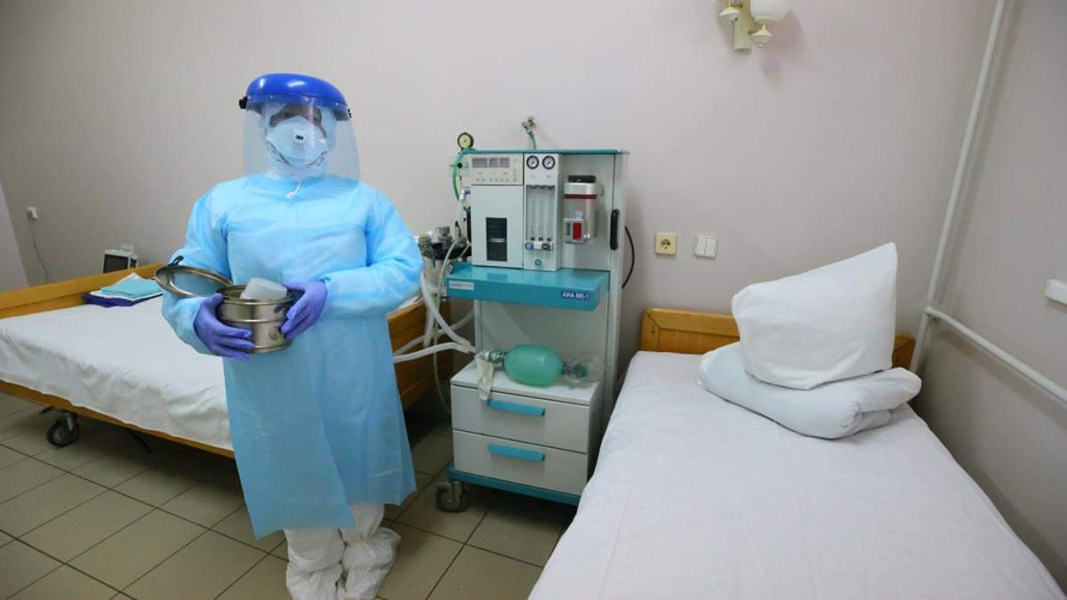 Звільнили санітарку, бо вона відмовилась мити палату без захисного одягу