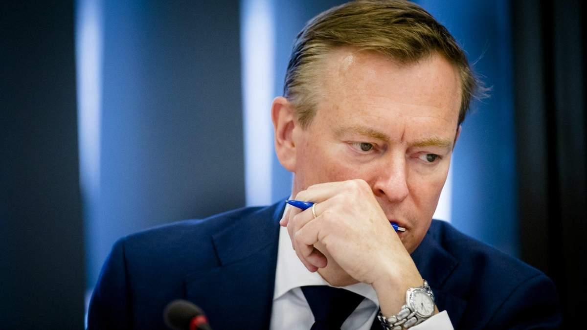 У Нідерландах Міністр охорони здоров'я втратив свідомість під час дебатів про коронавірус