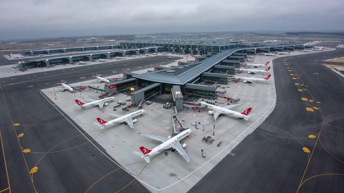У Туреччині двох українок не пустили на рейс: вони 3 дні живуть в аеропорту