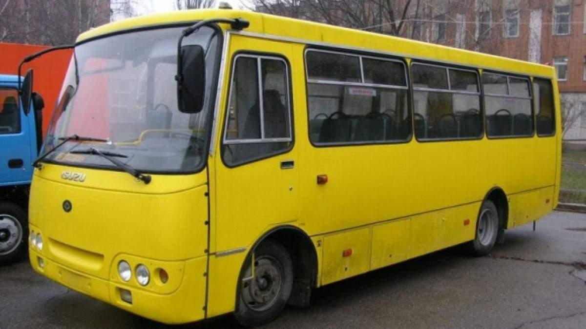 Забитые троллейбусы и очереди на остановках: как украинцы привыкают к транспортному карантину