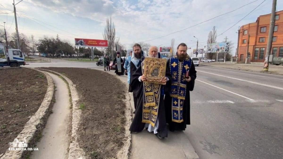 Священники в Одессе провели молитвенное шествие против коронавируса