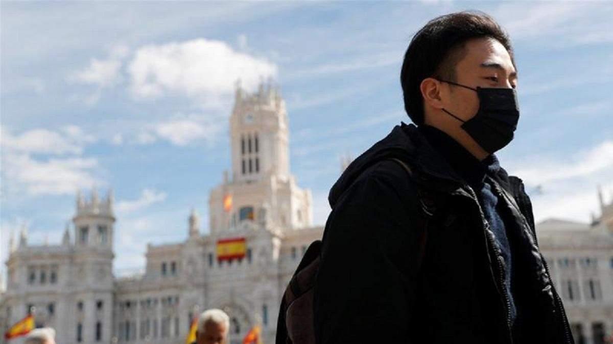 В Испании показали украинские маски, которые запрещено вывозить: фото и видео