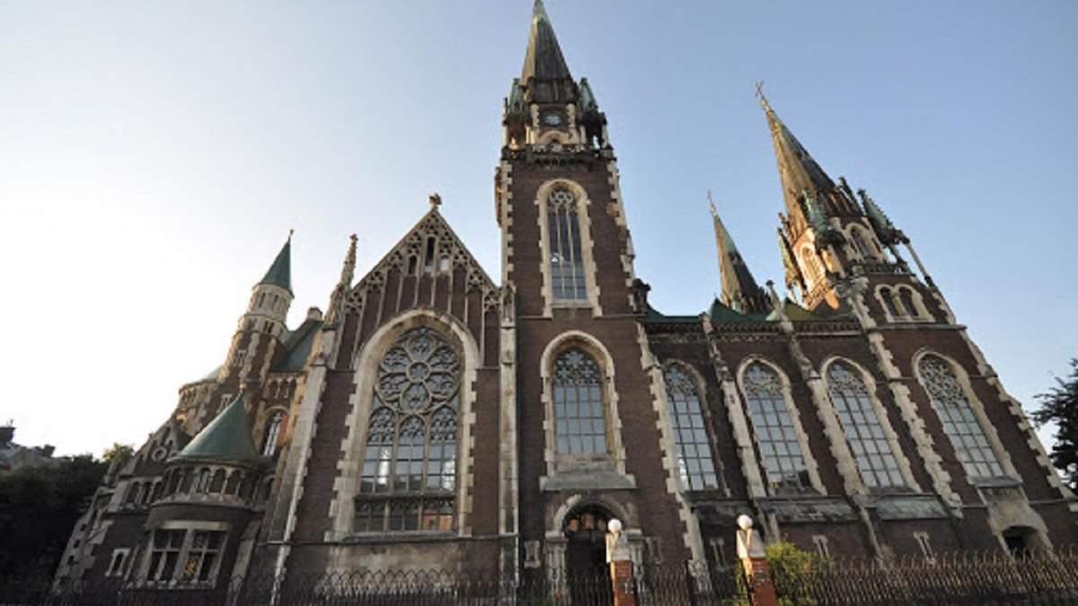Карантин і церква: у Львові відправляють богослужіння у пустих храмах – фото