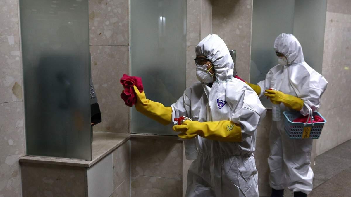 Китай відкриває місто Ухань, звідки почався спалах коронавірусу