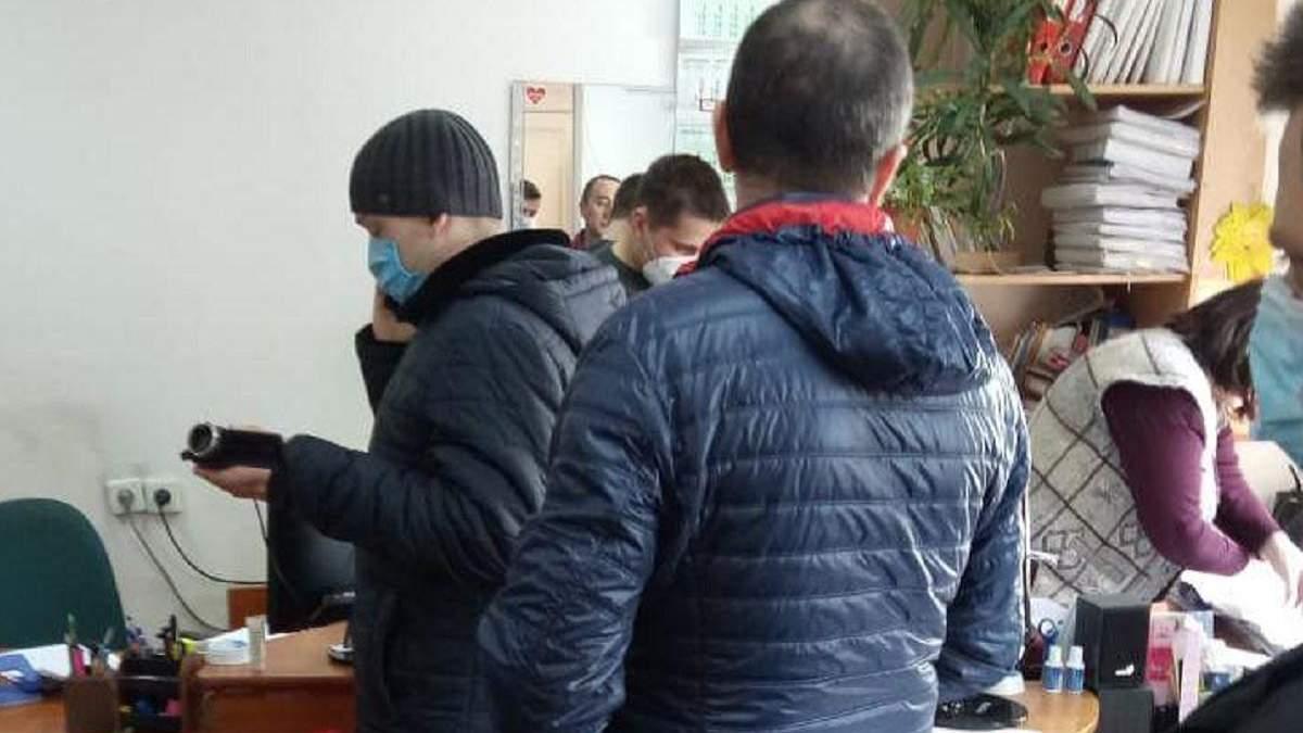 У Миколаїській ОДА проводять обшуки