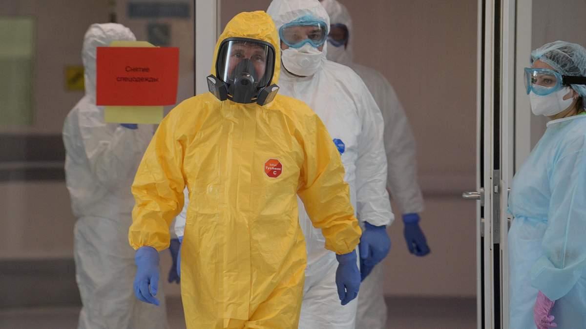 Путин в костюме биологической защиты посетил больницу с заболевшими Covid-2019