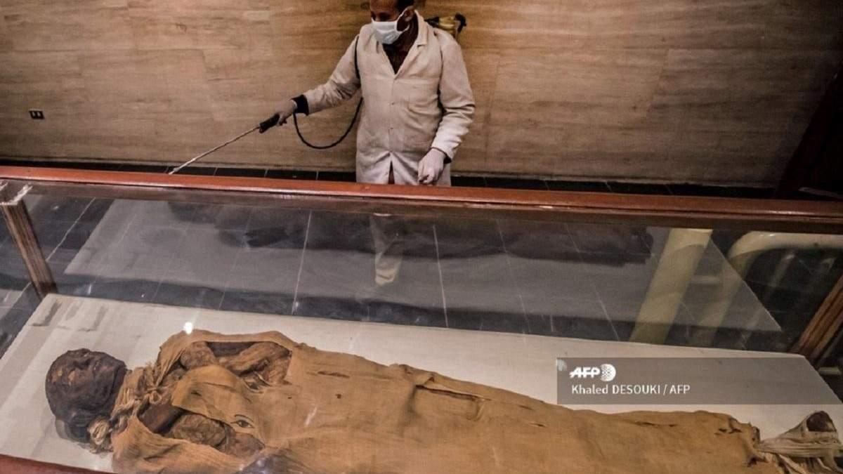 Из-за коронавируса в Египте дезинфицируют пирамиды и музеи: фото