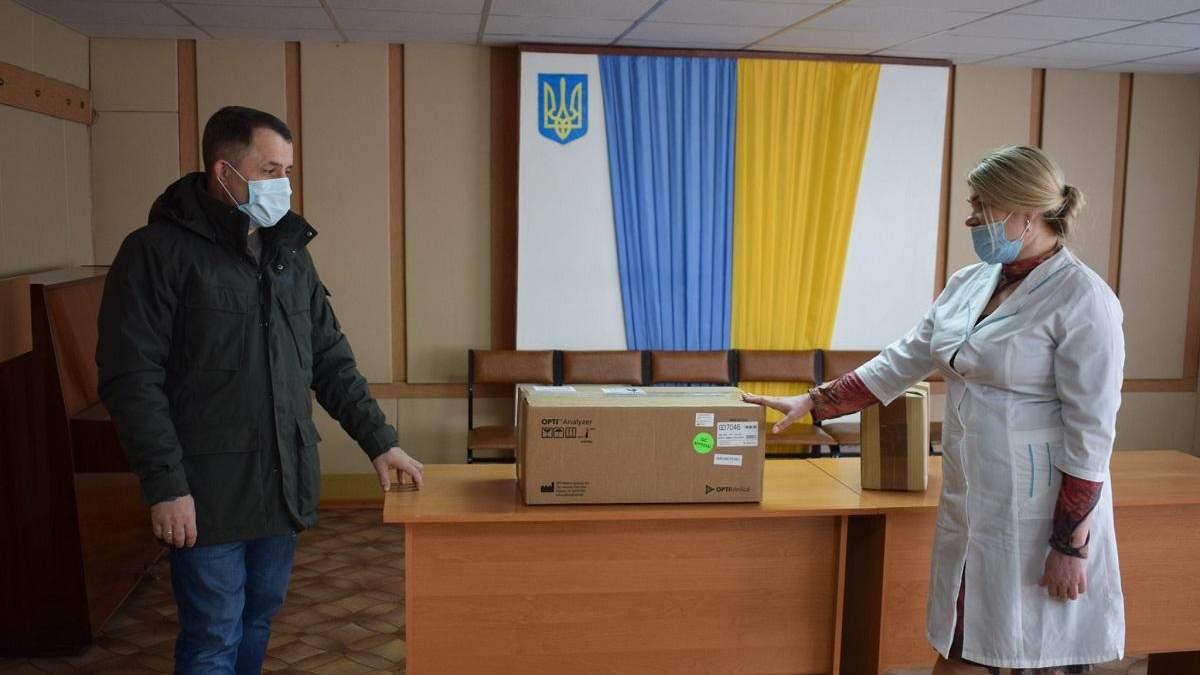 Підприємство Бахматюка придбало лабораторне обладнання для лікарні в Гадячі