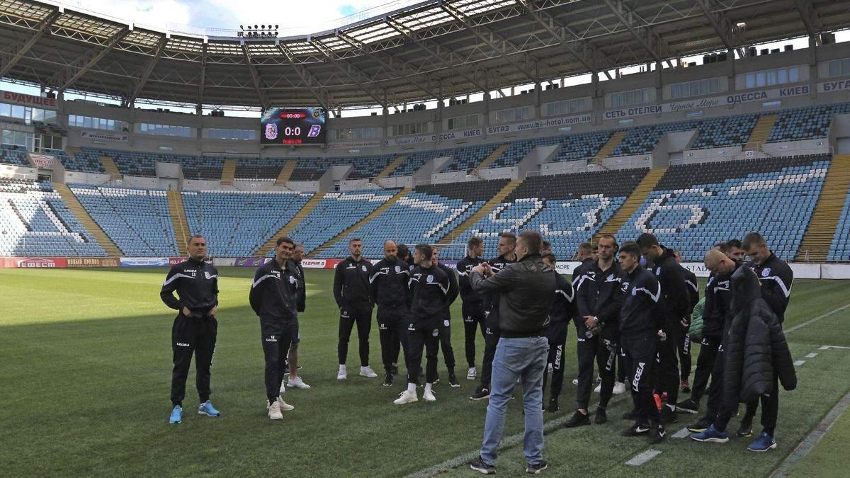 Украинские клубы не хотят платить зарплаты футболистам