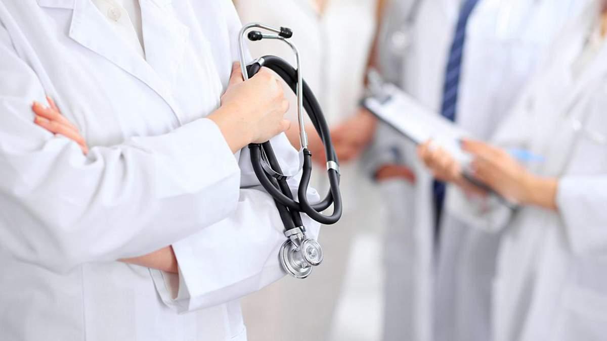 У Львові доплачуватимуть по 10 тисяч лікарям, які працюють з хворими на COVID-19