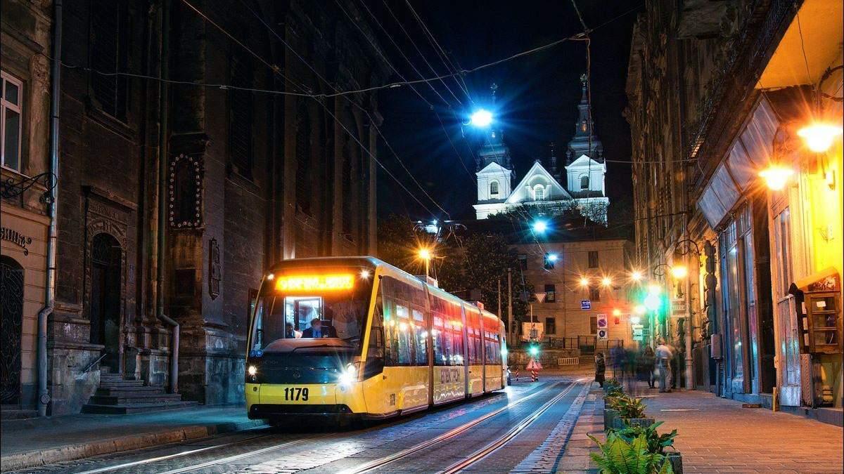 Во Львове наличие коронавируса подозревают у водителя трамвая