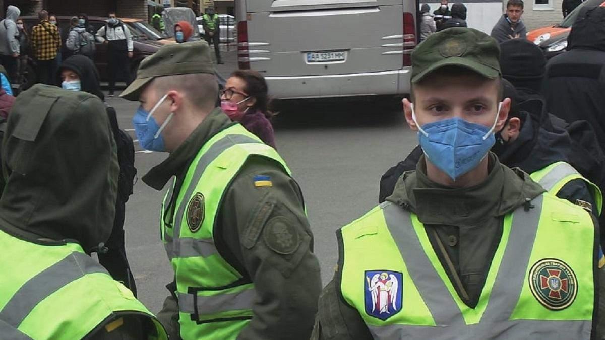 Як пасажирів рейсу Доха – Київ відправляли на обсервацію