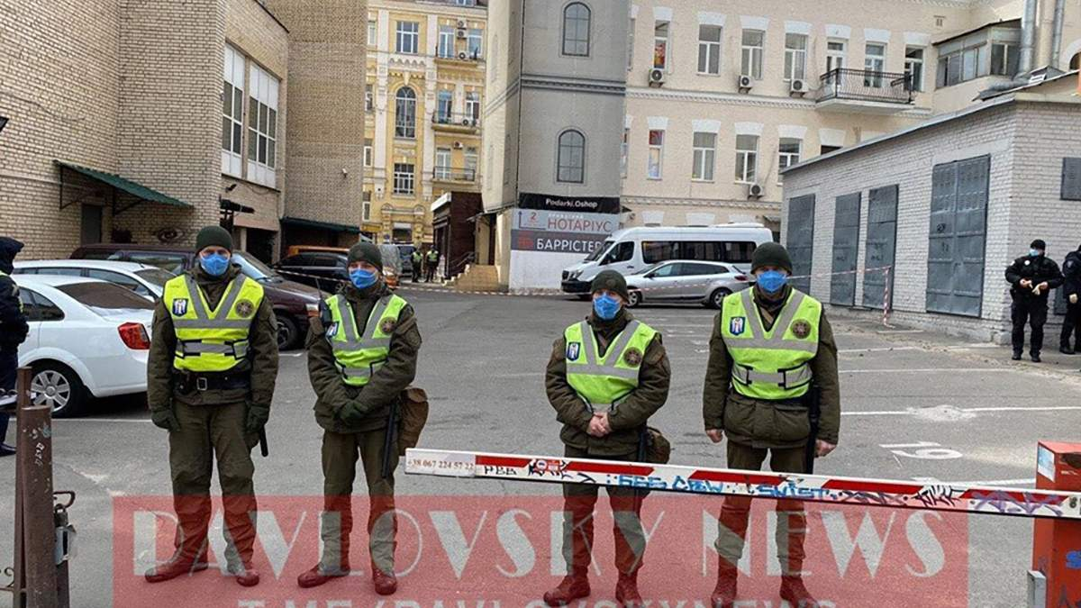 Нацгвардійці оточили готелі, де перебувають українці на обсервації: фото