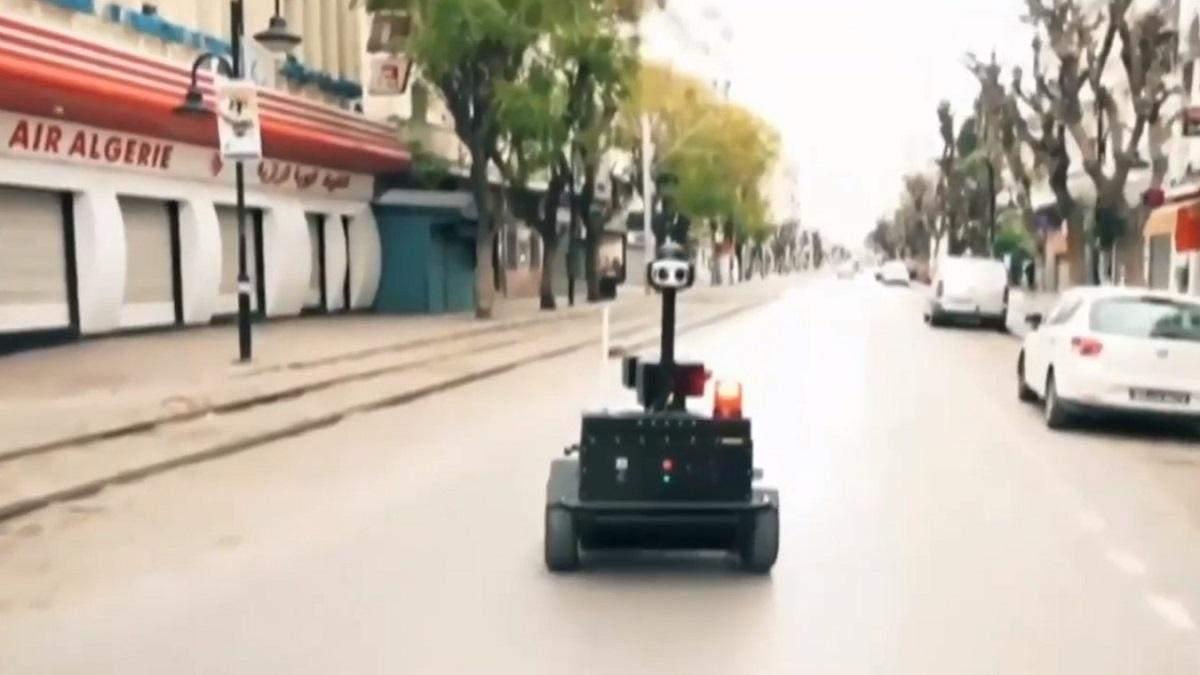 Робот-патруль на улице
