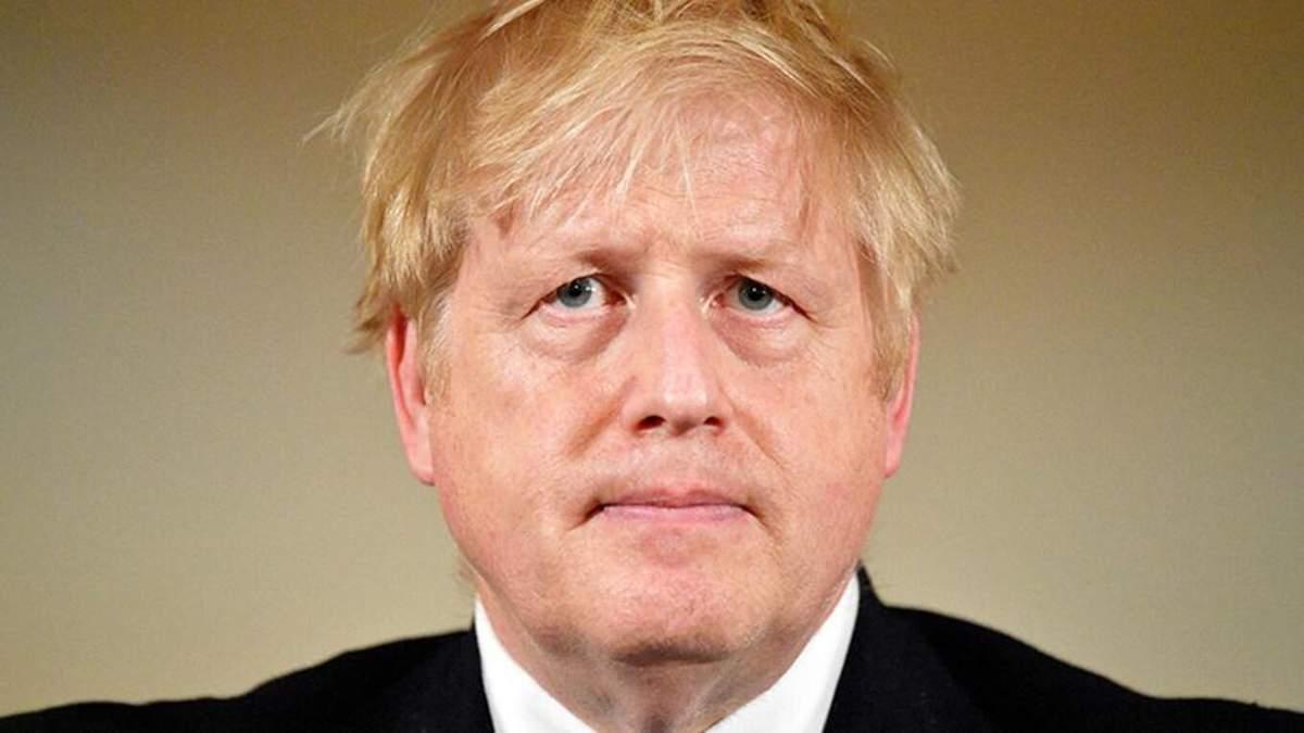 Прем'єра Британії Джонсона, який хворіє на коронавірус, перевели з реанімації