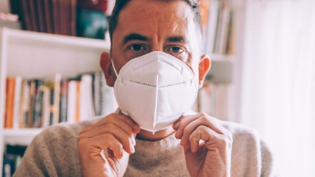 Китай змушує Італію купувати маски, які вона подарувала Пекіну кілька тижнів раніше