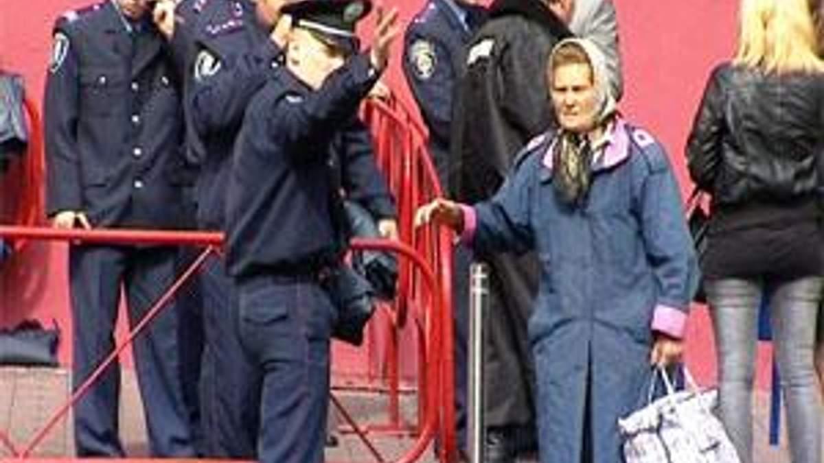 Міліція перегородила тротуари задля безпеки Президента