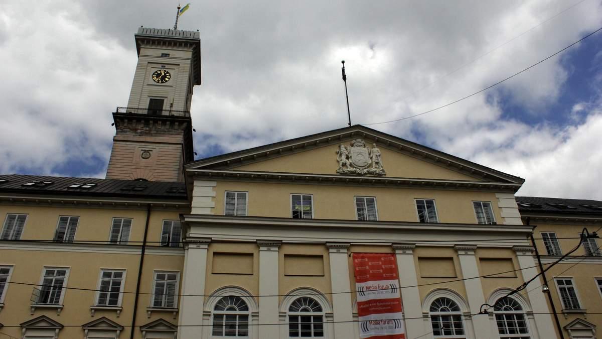 Комендантської години у Львові не буде, однак людей просять сидіти вдома