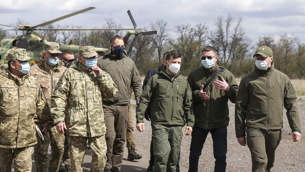 Хотів побачити військових, – головне про візит Зеленського на Донбас