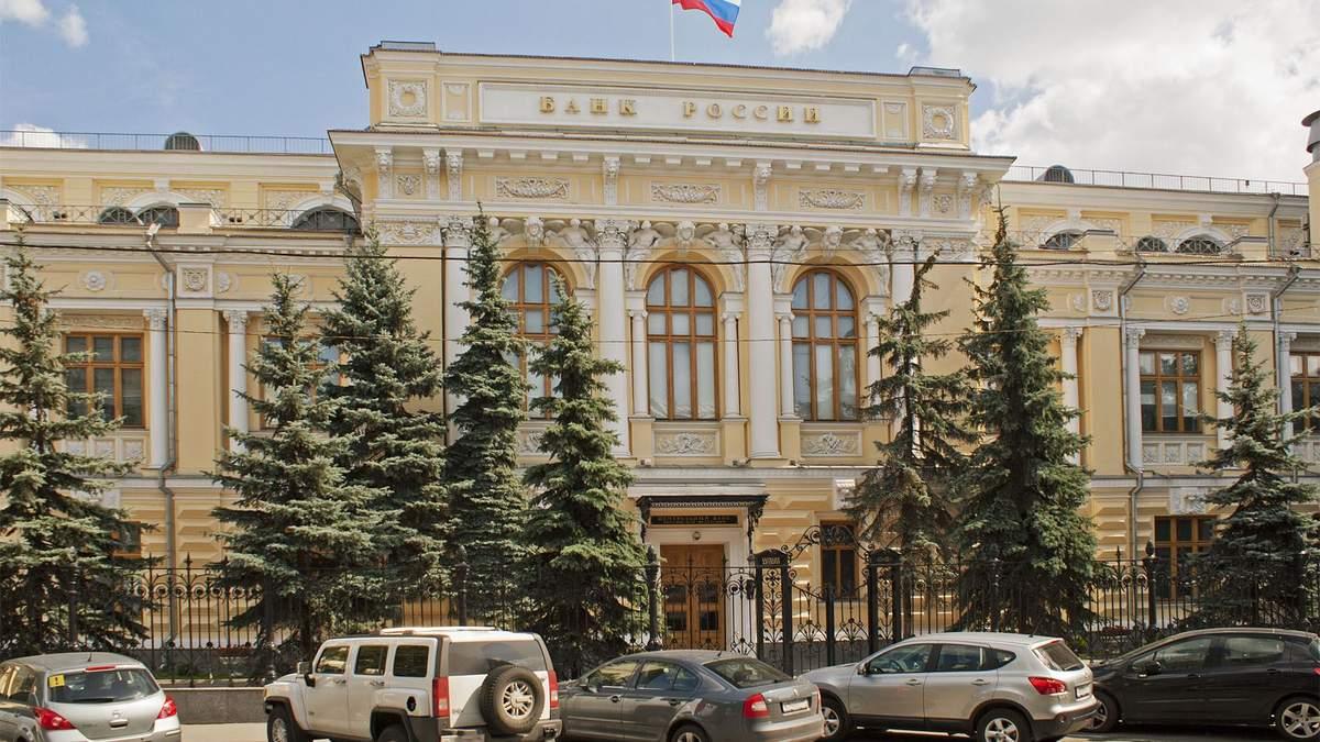Санкции действуют: в России умирают банки