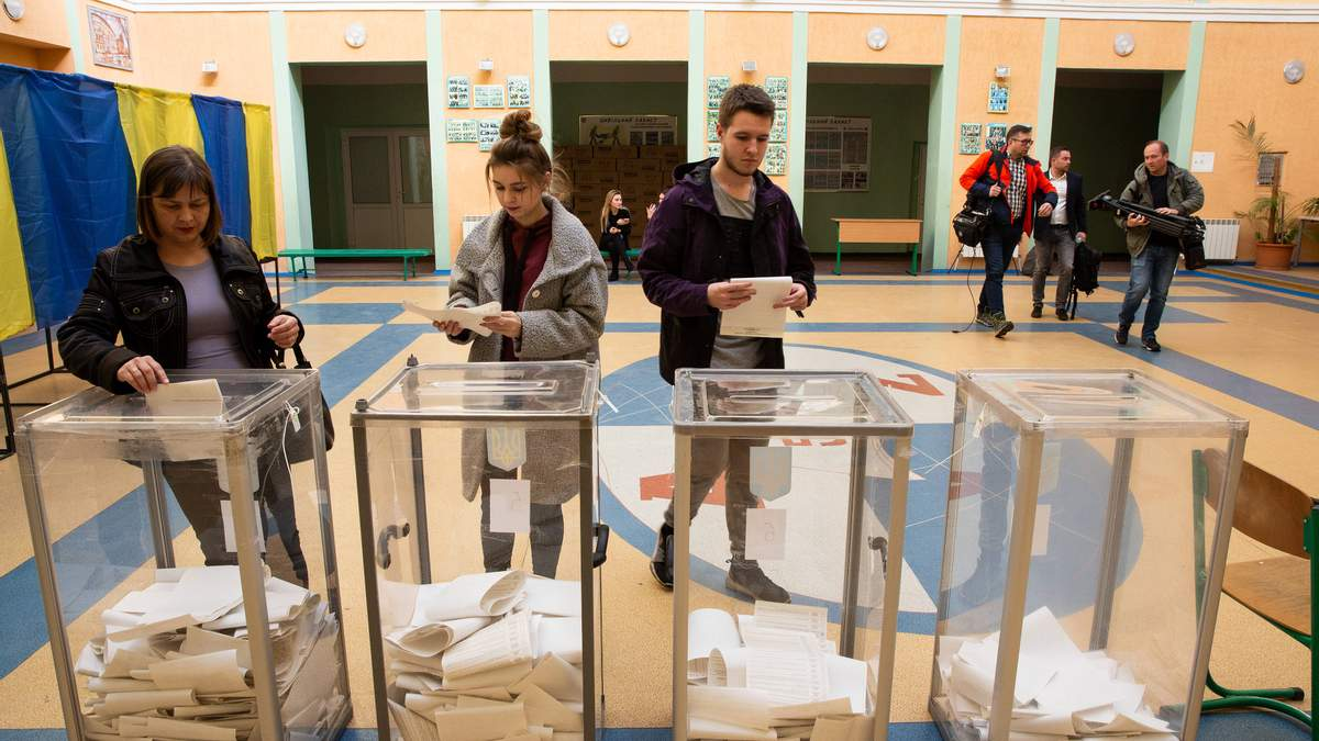 Зміна місця голосування: що для цього потрібно і чи варто взагалі йти на вибори?