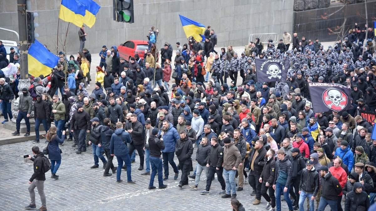 Три тижні акцій радикалів у Києві, або Які наслідки можуть мати протести Нацкорпусу?