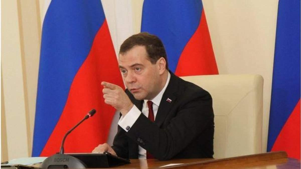 Указ виданий Медвєдєвим, проте офіційно його затвердив Путін