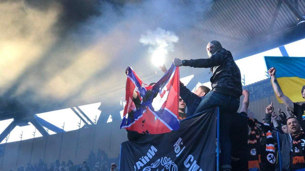 """У Харкові затримали Ультраса, який спалив """"прапор"""" """"Новоросії"""""""