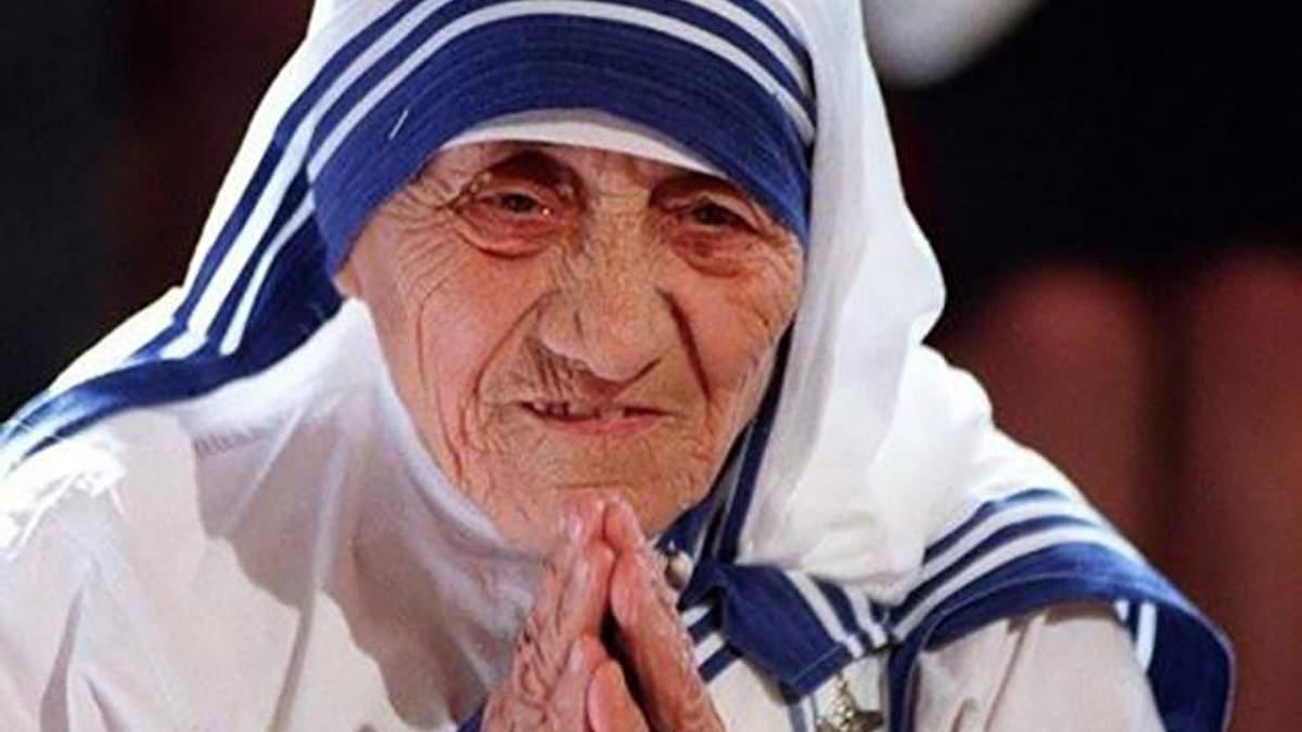 """Мать Тереза – старушка, начавшая зарабатывать на """"милосердии"""""""