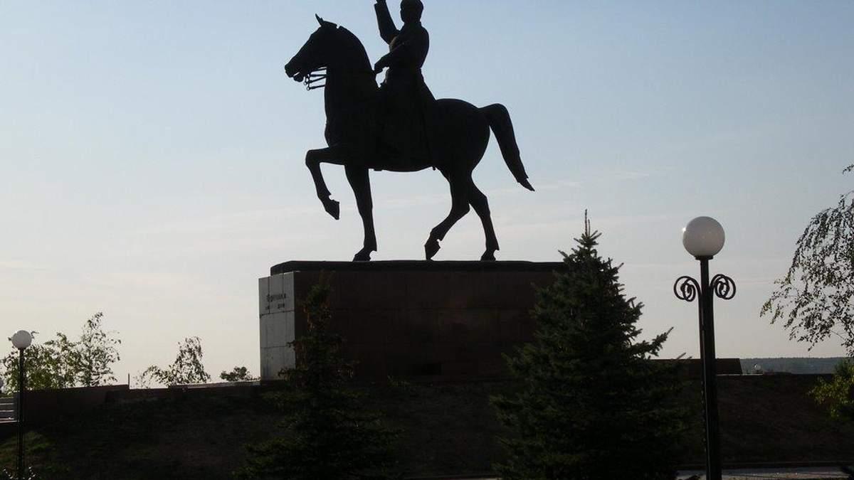 Побачити невидиме, або Пам'ятник Ворошилову в Луганську