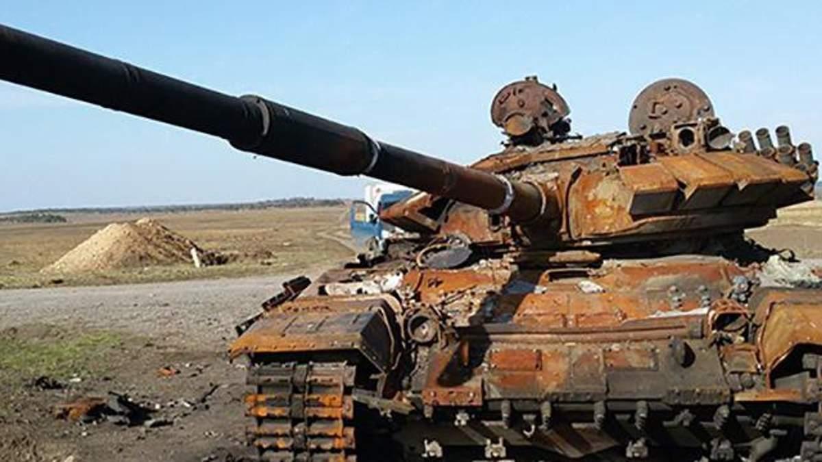Старий зрунований танк