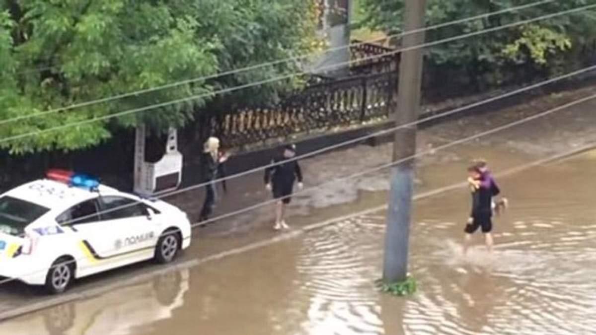 Львівські поліцейські розірвали шаблони