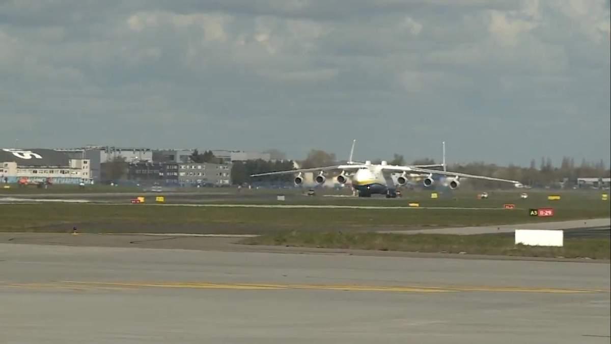 """Ан-225 """"Мрія"""" у варшавському аеропорті"""