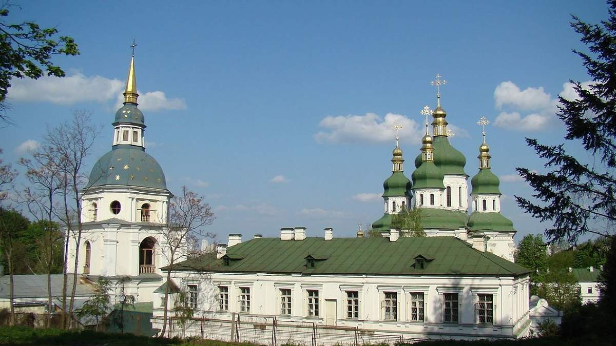 У Видубицькому монастирі роблять захисні екрани для медиків