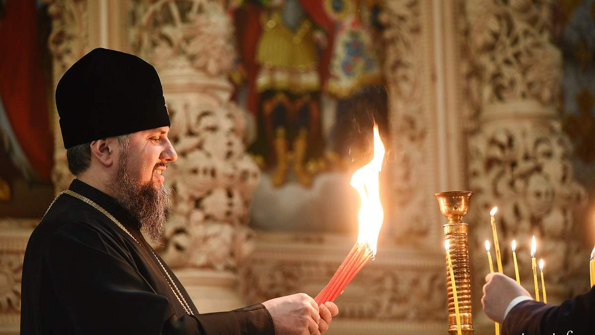 Православна церква України отримала благодатний вогонь з Єрусалима