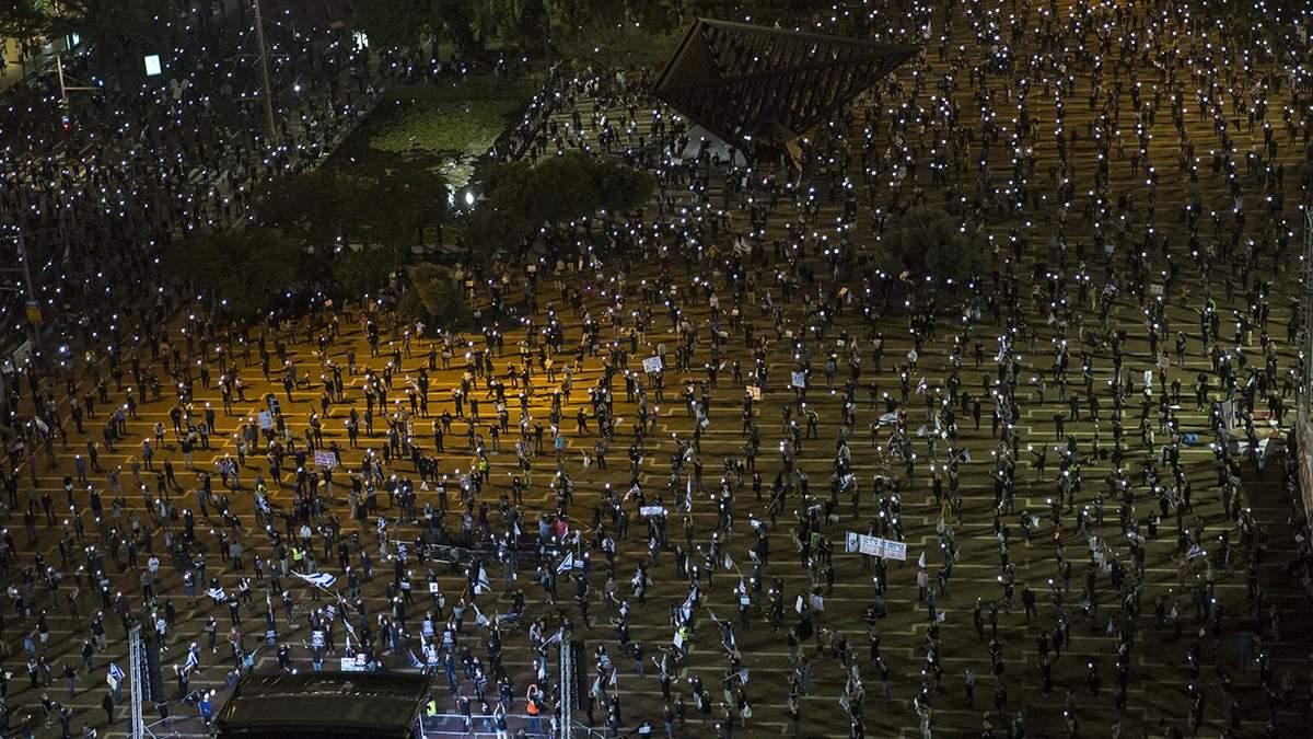 Тисячі людей, дотримуючись дистанції, вийшли на мітинг в Ізраїлі: фото, відео