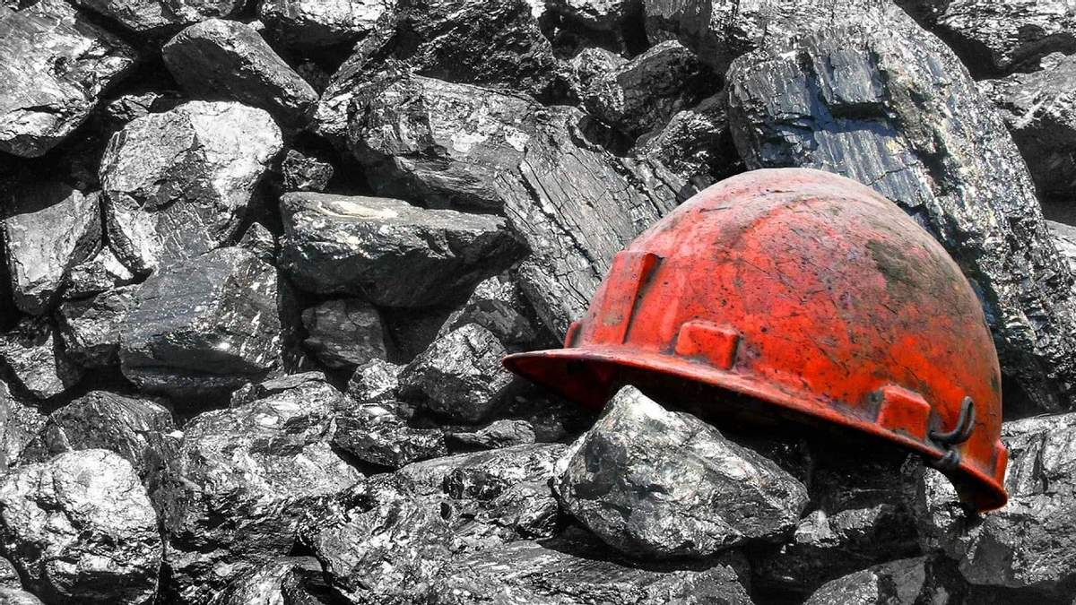 10 шахт Ахметова прекратили добывать украинский уголь