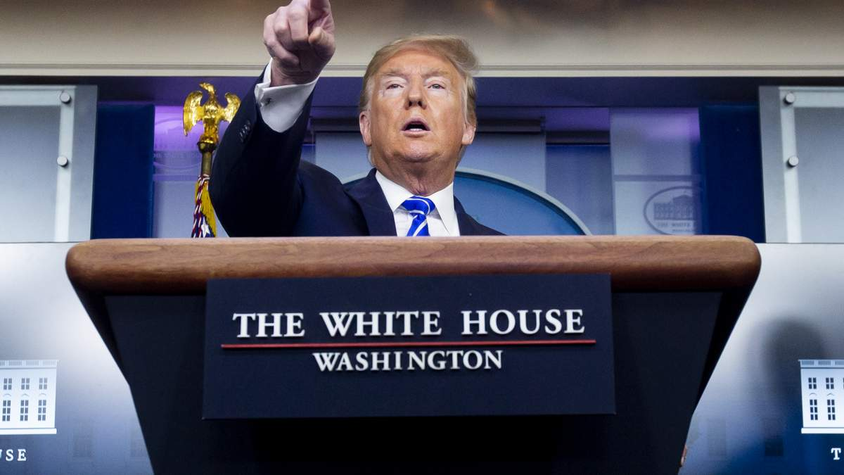 Трамп пояснив це турботою про безробітних американців