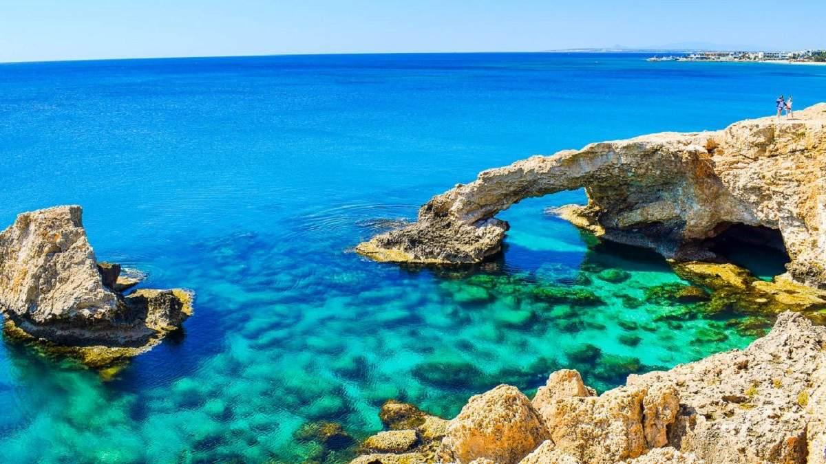 Кіпр послаблює карантин 2020: коли відновлять авіасполучення