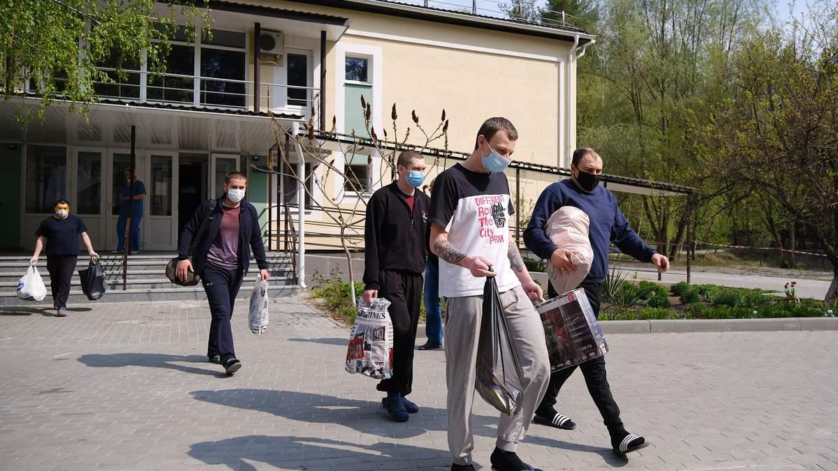 Українці, звільнені з полону 16.04.2020, відбули обсервацію 1.05.2020