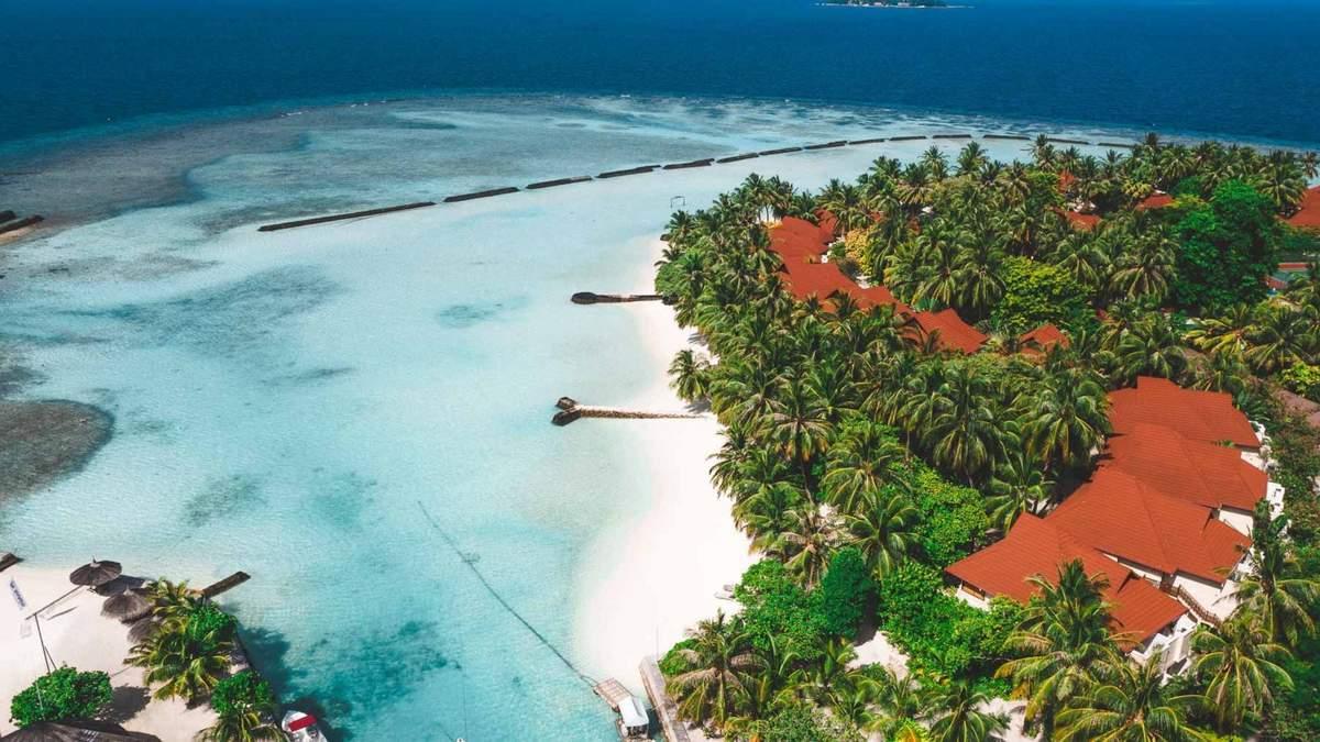 Туристи не можуть покинути Мальдіви через спалах коронавірусу
