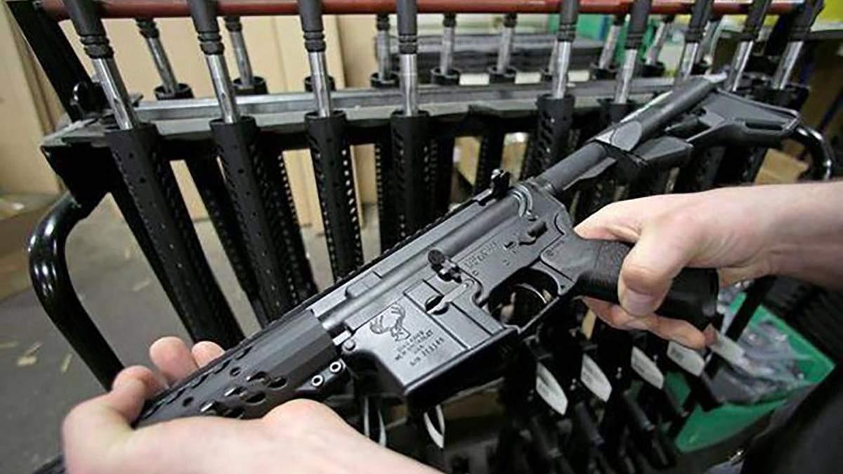 Заборона використання і продажу штурмової зброї в Канаді 2020