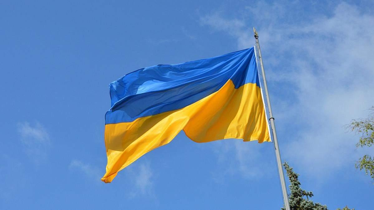Поліція затримала п'яних підлітків, які зірвали прапор України у Запоріжжі