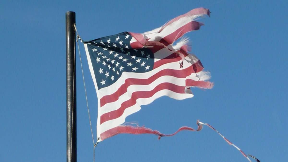 Разорванный флаг Соединенных Штатов Америки